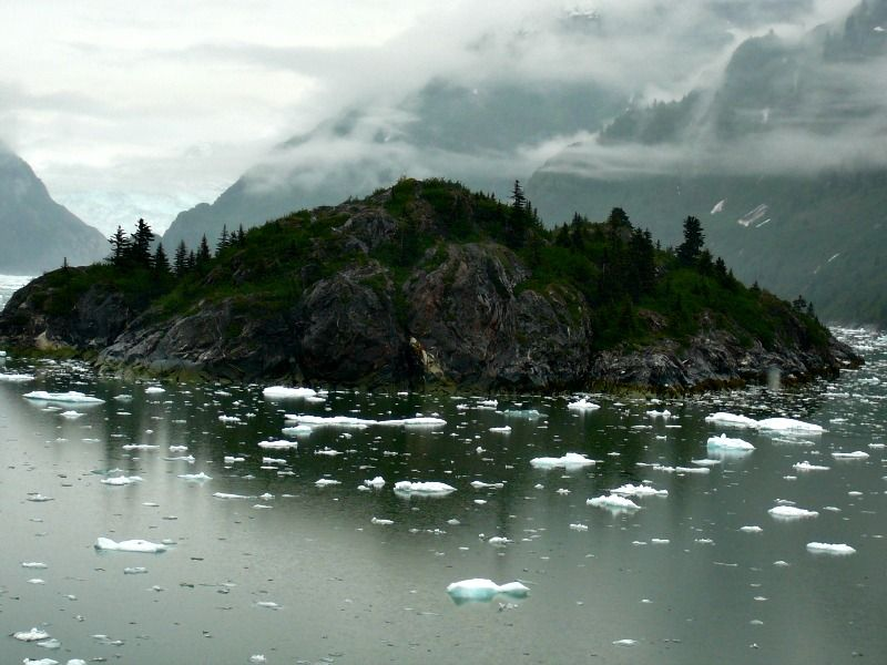 Cruising scenic Tracy Arm Fjord on our Inside Passage ...