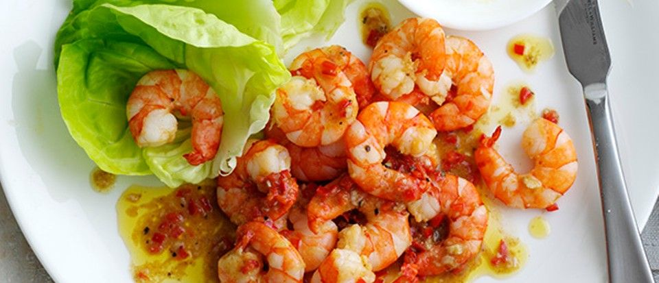 these peri peri prawns are quick and easy to make and are under 300 calories in 2020 easy prawn recipes recipes fish recipes pinterest