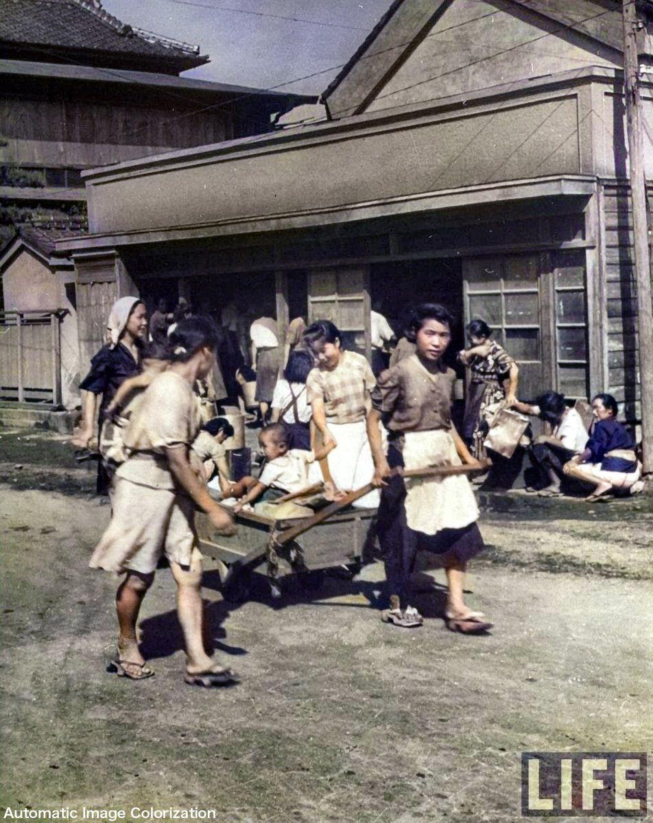 終戦1年後の東京の人々。1946年に「LIFE」誌のカメラマンが撮影した ...