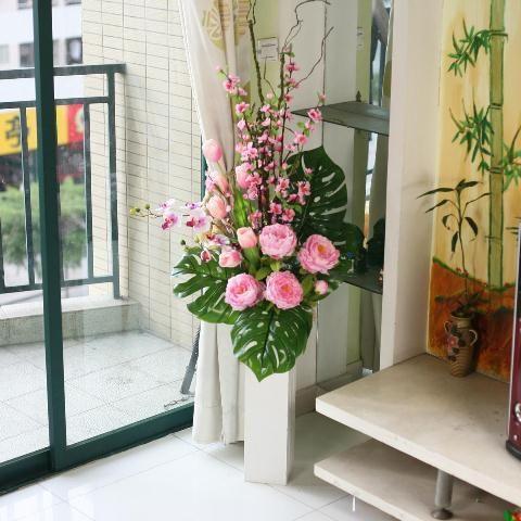 Arranjo de Flores no Chão