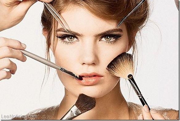 Productos de belleza que las mujeres no deberían compartir - http://www.leanoticias.com/2015/04/28/productos-de-belleza-que-las-mujeres-no-deberian-compartir/