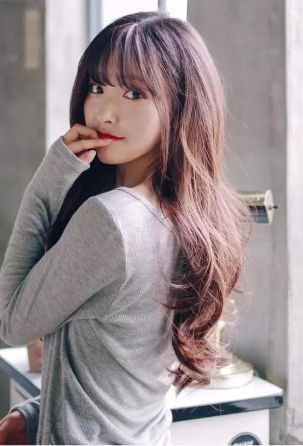 This Hairstyle Is Hot Cover Big Forehead Embellish Long Face Haircuts For Long Hair With Bangs Long Hair Styles Hair Styles