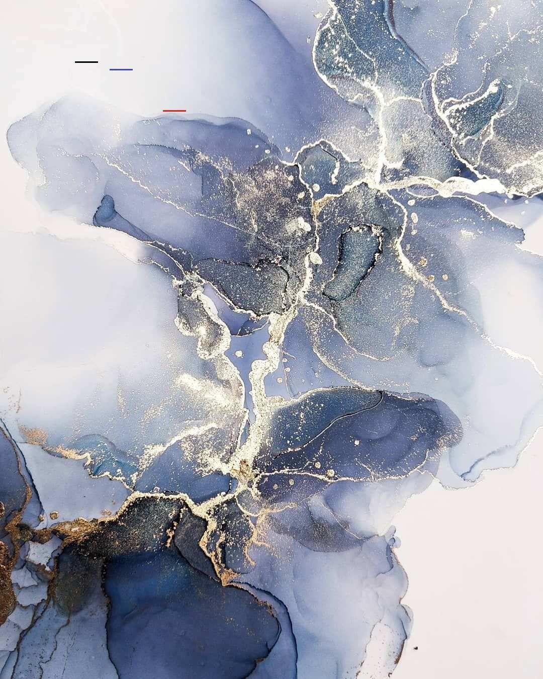 עיצוב בכחול עמוק על גווניו כולל נגעה של זהב, שמנת וחום