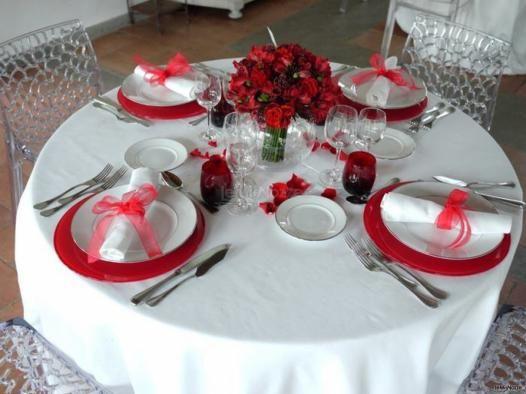 Matrimonio In Rosso Idee : Fiori e allestimenti per un matrimonio in rosso idee
