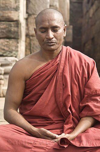 Buddhist Monks Praying | Buddhists and Buddhist monk