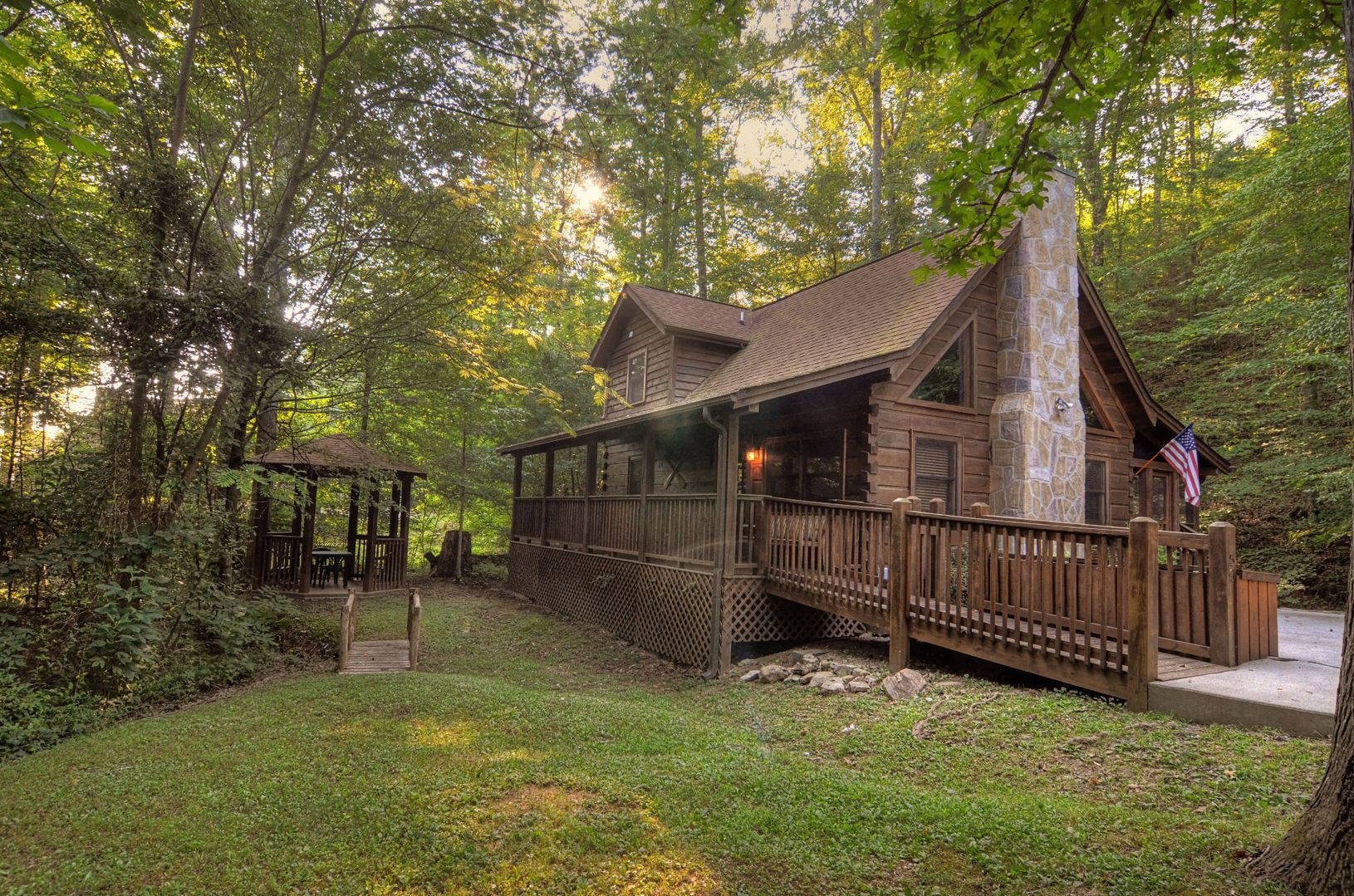 A beautiful one to three bedroom cabin in Pigeon