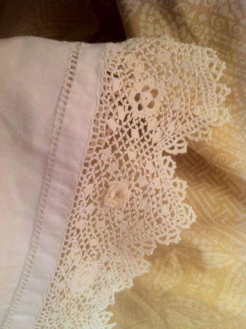 antique crochet work lace linens pinterest les bas bas et salle de bains. Black Bedroom Furniture Sets. Home Design Ideas