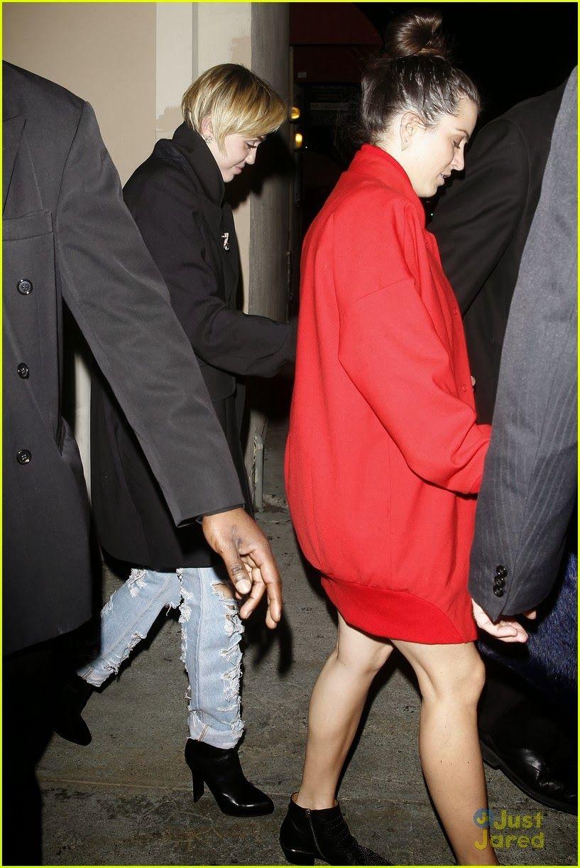 Star Hollywood: Miley Cyrus noite divertida em Warwick Nightclub na quinta-feira (2 de janeiro), em Hollywood, Califórnia.