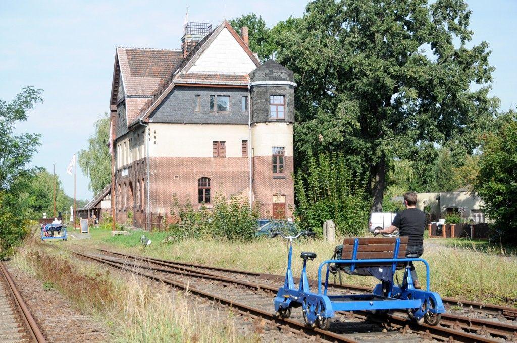 #Osterausflug gefällig?   #Ausflügler aus #Berlin und #Umgebung bewegen sich bald wieder über die stillgelegten Gleise der #Erlebnisbahn mit den #Draisinen. Hier ein Reisebericht: http://radzeit.de/mit-dem-rad-auf-der-schiene/#more-1685
