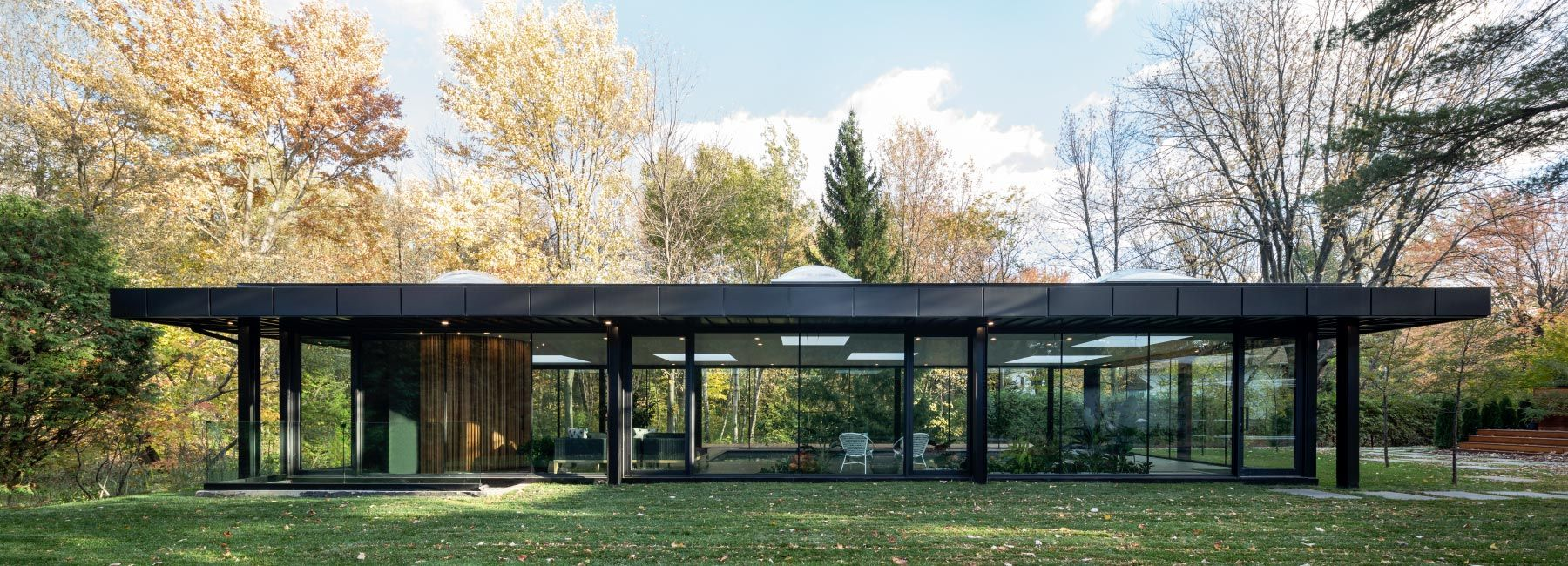 Maurice Martel S Glass Pavilion Is A Tribute To Modern Architecture In 2020 Philip Johnson Glass House Glass Pavilion Glass House