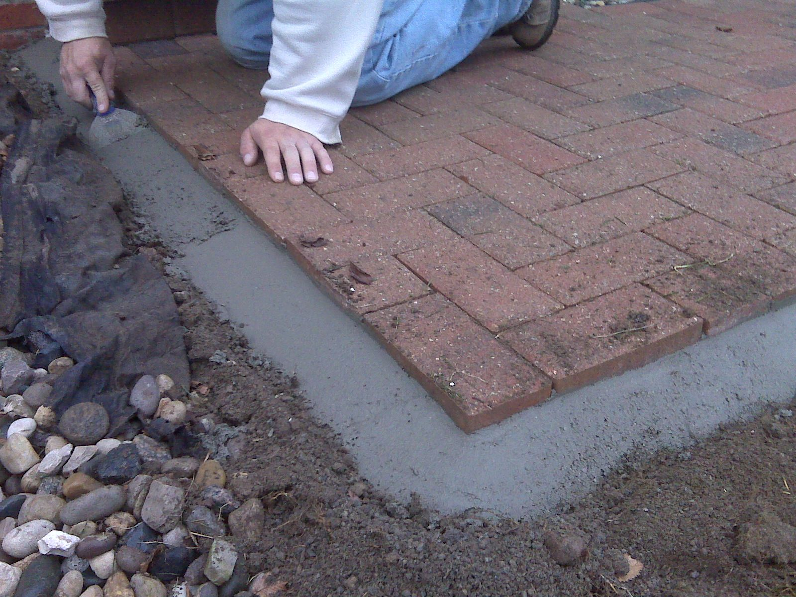 How To Lay Brick Pavers Brick Pavers Outdoor Projects Outdoor Living Gardening Projects Tips And Tricks Garde Brick Pavers Patio Edging Brick Paver Patio