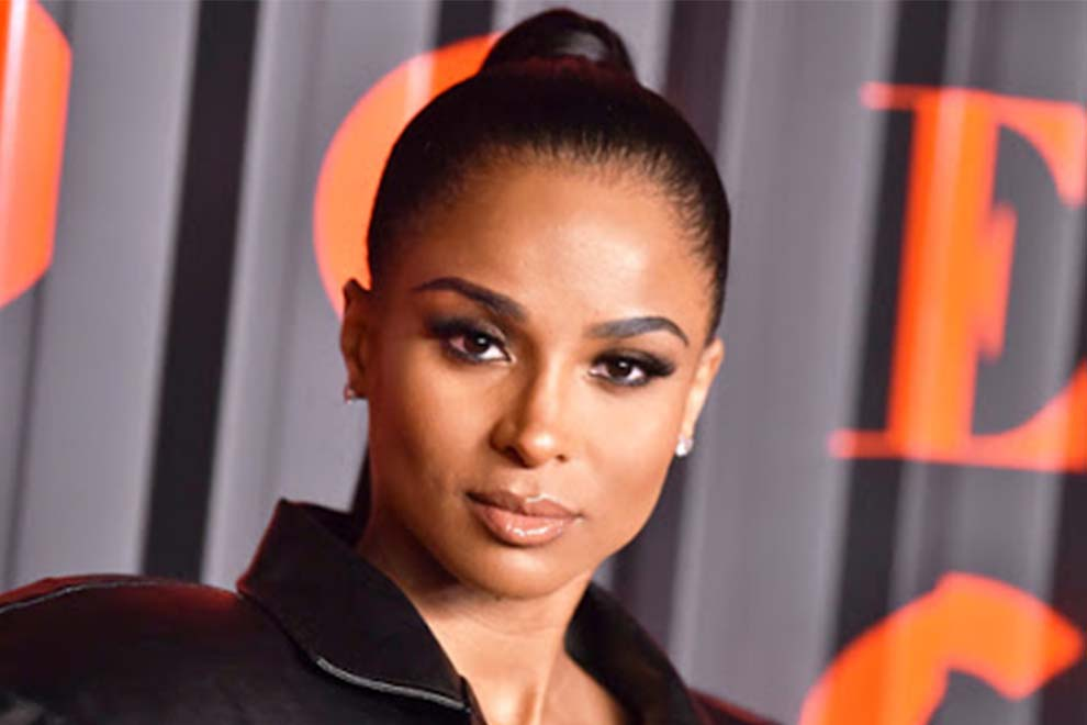 #Ciara Covers Up Her #Baby Bump & #Shows Off Her Legs In Leather Skirt At #NYFW