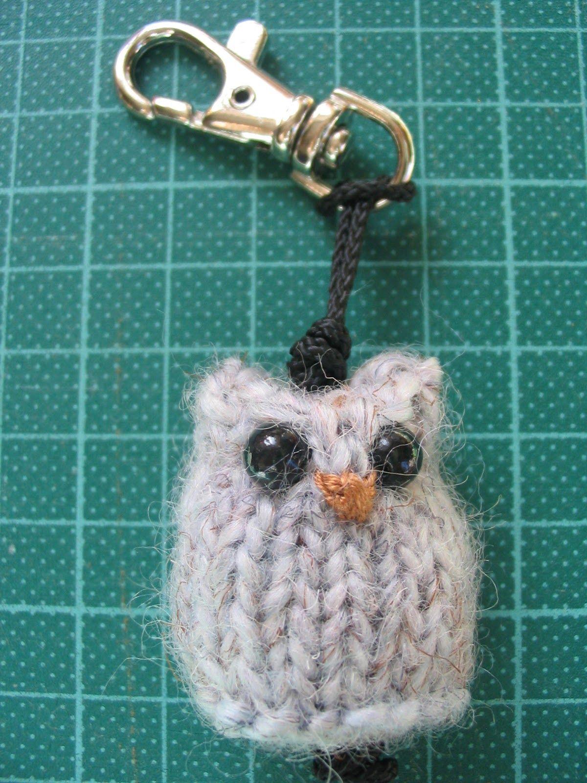 Schlüsselanhänger Eule gestrickt | Weihnachten | Pinterest | Eule ...