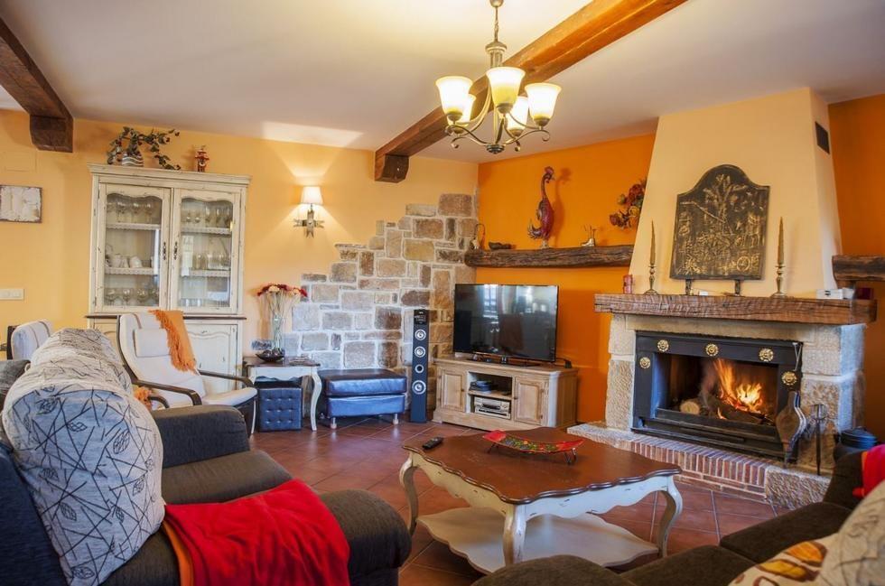 Soria Casa Rural Con Chimenea En Aldehuela Del Rincón Soria Casas Rurales Hogar Dormitorios