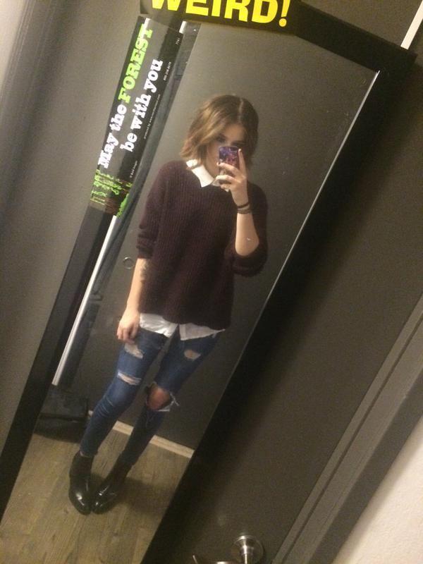 omg her hair looks so good short