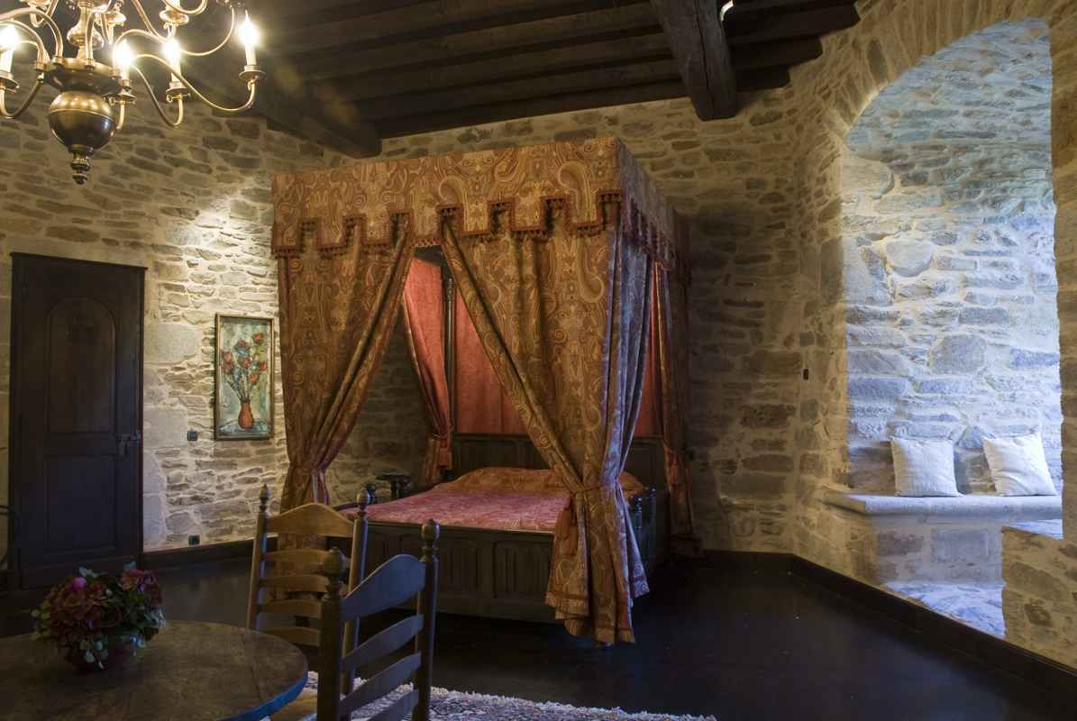 Photo Gallery And Virtual Visit Of The Montbrun Castle For Sale Medieval Bedroom Castle Rooms Castle Bedroom
