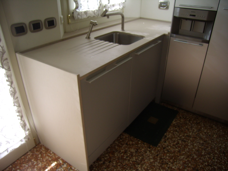 Top/Fiancate cucina Bulthaup in Vanilla StoneItalia , vasca in ...