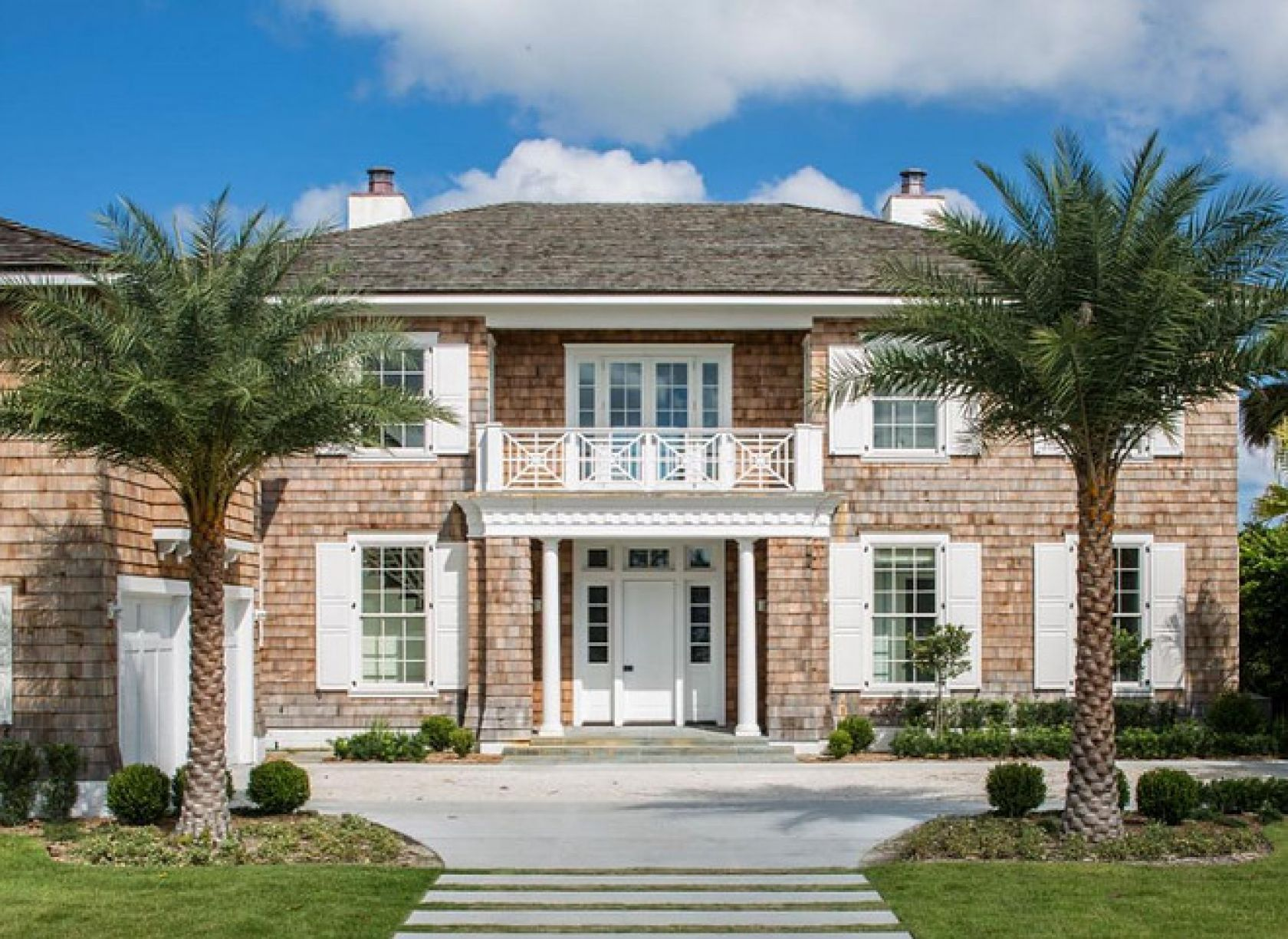 Beautiful Blue And White Beach House Tour. Take A Look Inside This Amazing  Blue And White Coastal Designed Beach House.