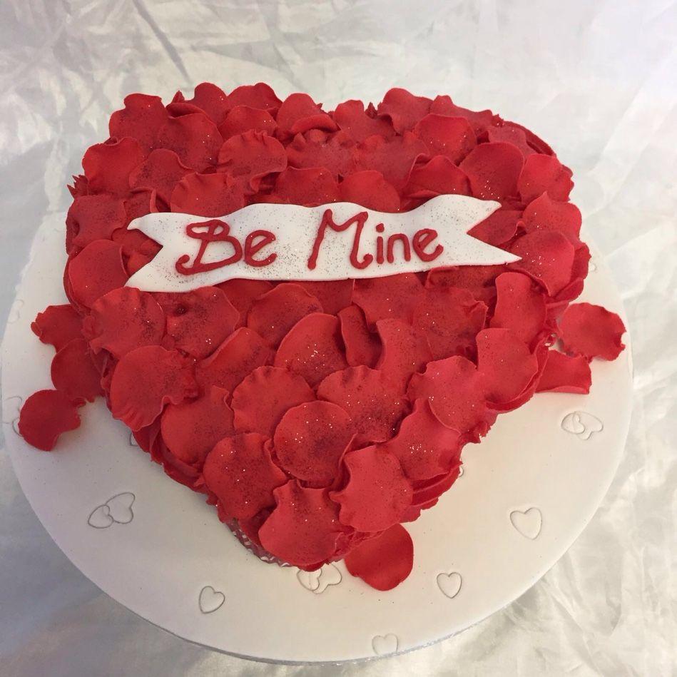 Preparing rose petals for run up to Valentine's Day #valentinescakes #tearandsharecupcakes #chocolatecakebox #cupcakes