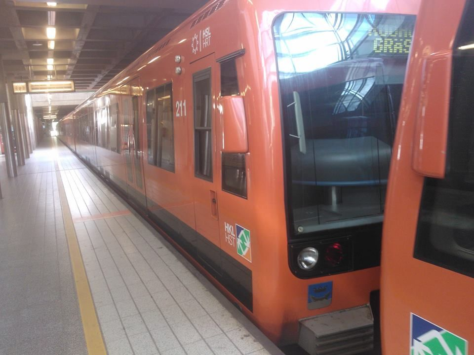 ★ Fresh Orange ★ Vaaditaan päättäjiltä yömetro takasin! Vastustamme Helsingin seudun liikenteen (HSL) päätöstä luopua yömetrosta Helsingissä.  HSL ei jatka yömetrokokeilua, jossa metrot ovat liikennöineet viikonloppuisin perjantai- ja lauantaiöisin kello puoli kahteen yöllä. Lue lisää: https://www.facebook.com/J.A.L.FAIJA/posts/741741162600735