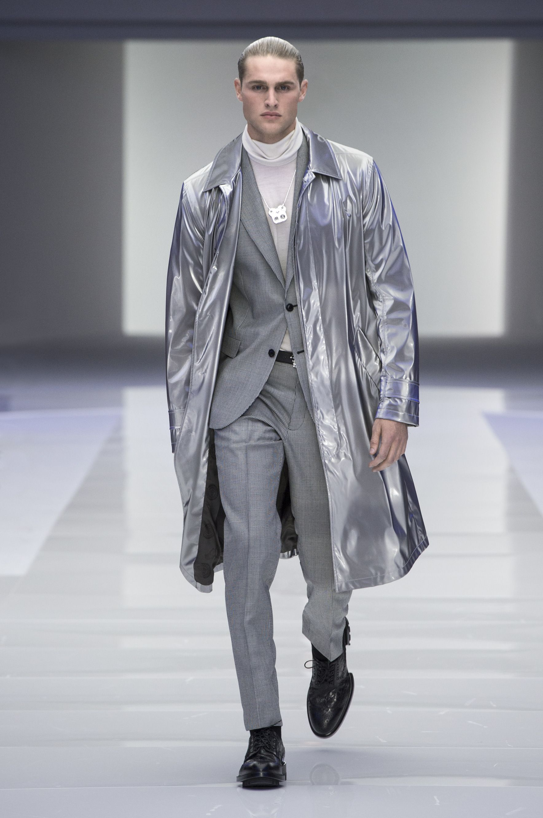5ed3089fddf Men s fashion and accessories - Preview FW 2016 - Fashion Show Collection - Versace  2016