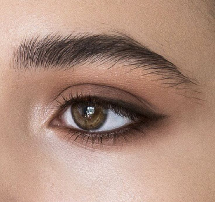 Photo of subtle brown eye makeup for wedding