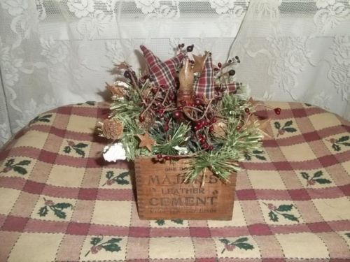 NEW !! Primitive Vintage Box * Stars * Candle Lamp * Pine * Berries * EB 486    $ 16.50