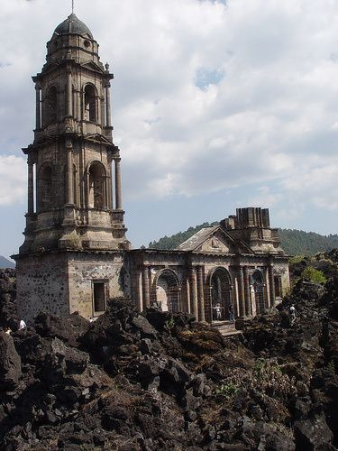 historia+del+paricutin | Iglesia de San Juan de Paricutín y el volcán. Pueblos bajo la lava ...