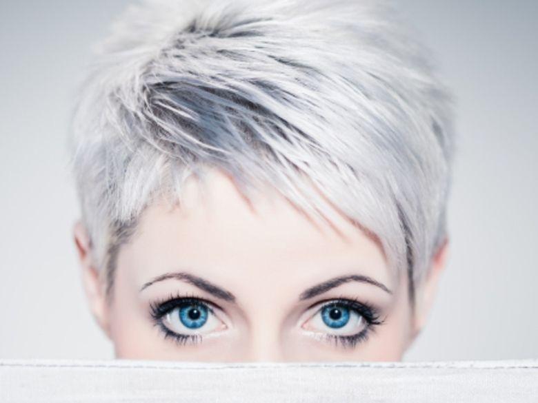Alerte cheveux blancs ! Cheveux blancs, Cheveux et