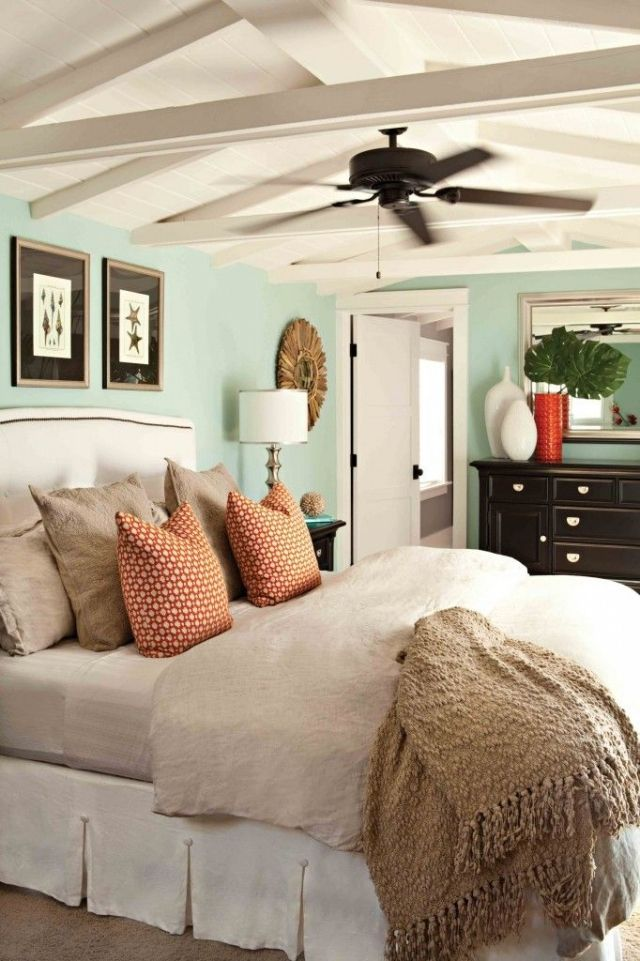 Marvelous Chambre Adulte En Couleurs Claires Avec Ventilateur De Plafond