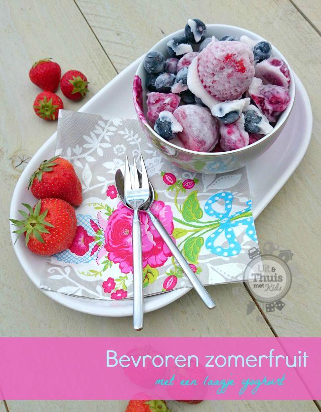 Gezond tussendoortje. Bevroren zomerfruit met een laagje yoghurt. Uit & Thuis met Kids