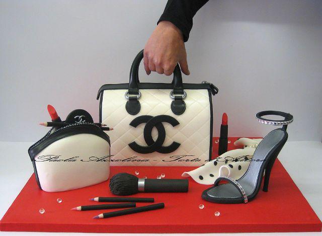Torten Deko, Geburtstagskuchen, Kochrezepte, 3d Kuchen, Designer Kuchen,  Chanel Kuchen, Tolle Kuchen, Schöne Kuchen, Stuhl