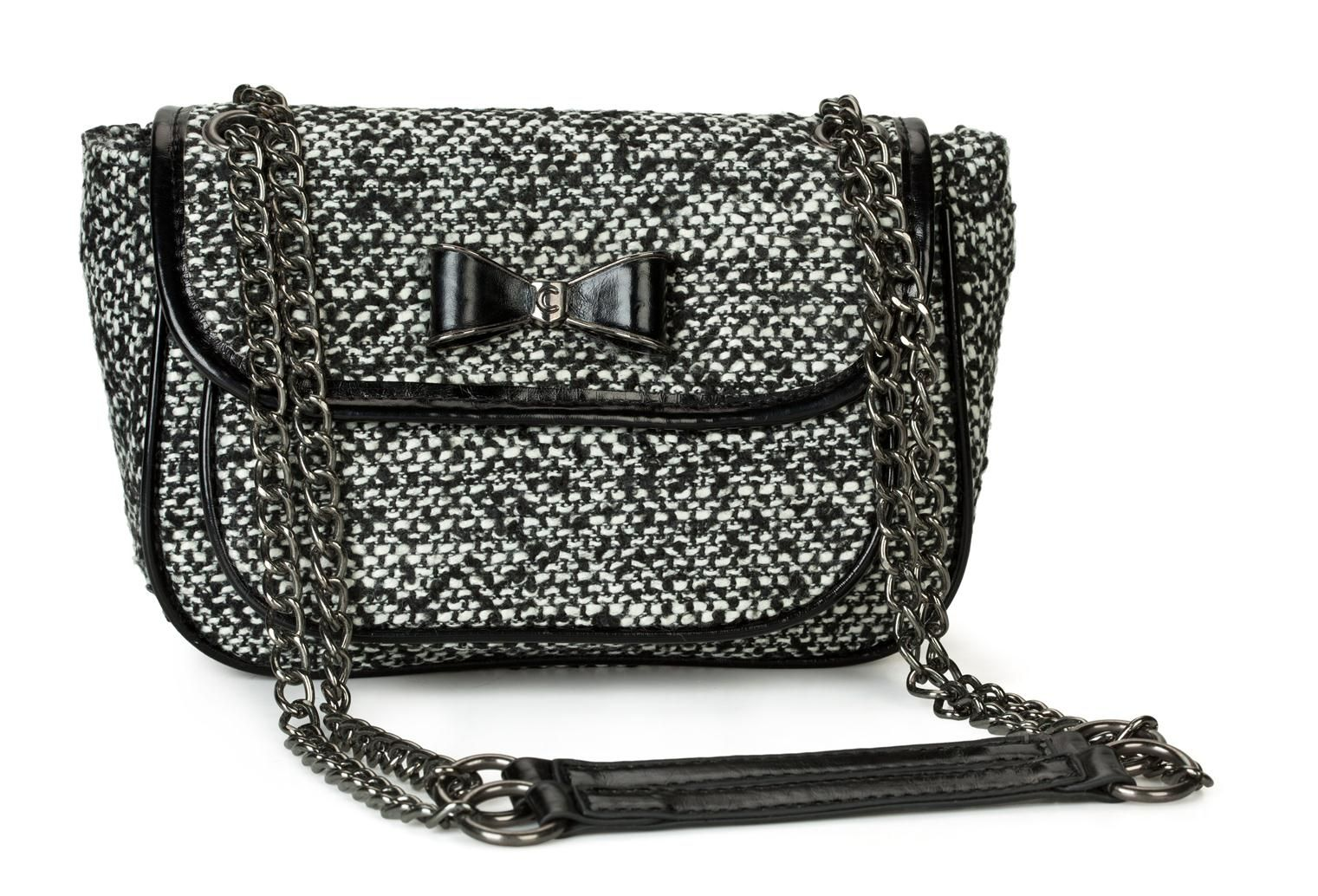 Wool & leather shoulder bag with chain strap