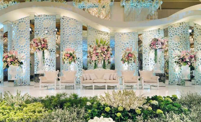 Stunning stage decor in all white and beige extravagant stage stunning stage decor in all white and beige extravagant stage decor tall flower vases as backdrop sofas in blush pink indian wedding decor ideas junglespirit Gallery