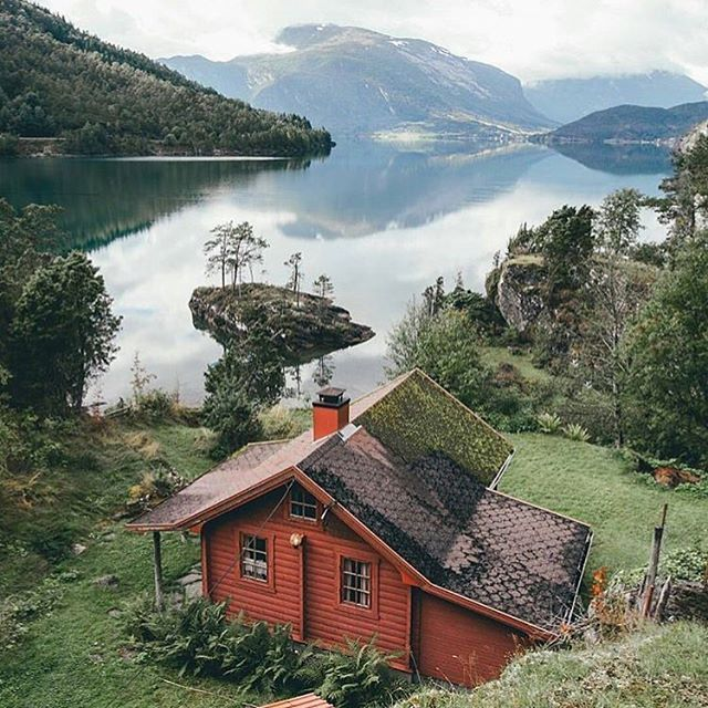 29 Gorgeous Little Cabins