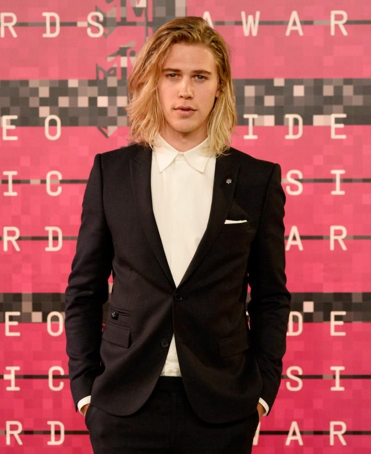 Best Mens Haircut Austin: Austin Butler With Shoulder-length Hair