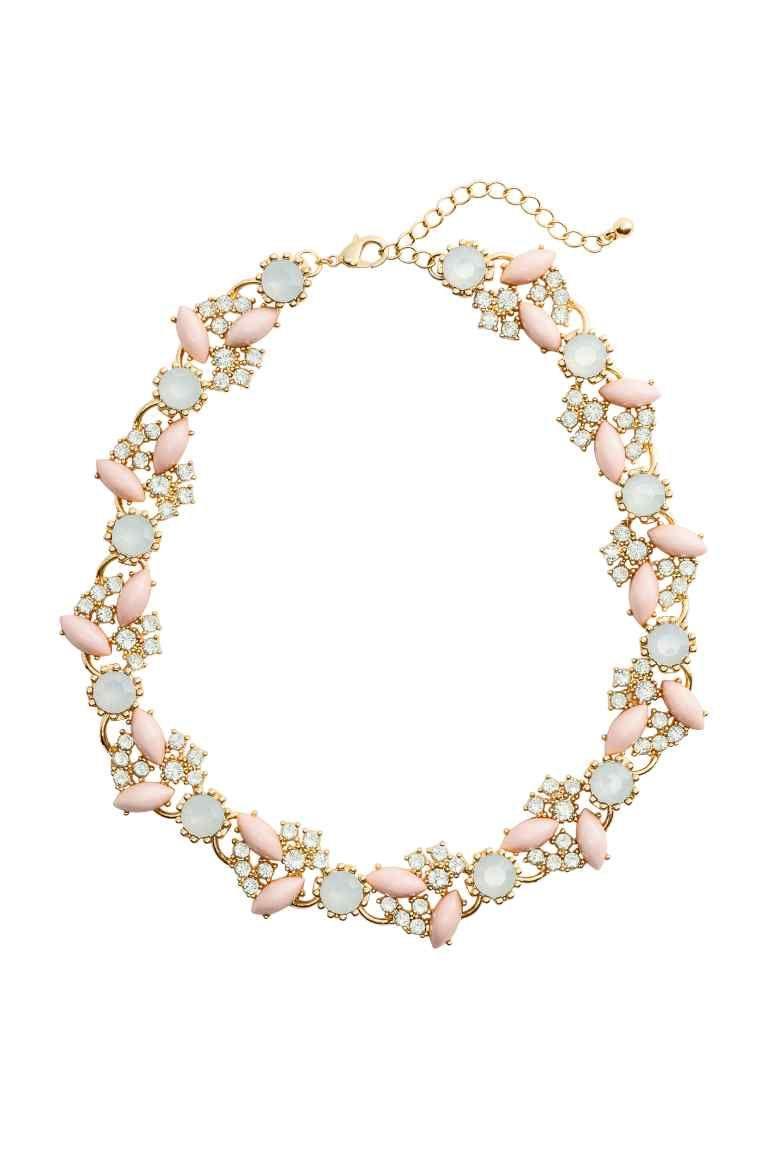 Collana corta: Collana corta in metallo. Decorata con pietre trasparenti in plastica, pietre ovali e strass. Lunghezza regolabile, 44-51 cm.