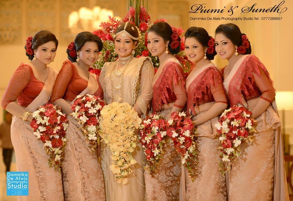 Piyumi botheju wedding photos sri lankan wedding photo for Sri lankan wedding dress