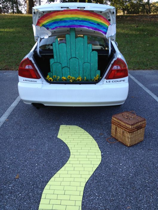 wizard of oz trunk or treat decorating ideas so cute will have to wait until the kids are old enough to go out alone