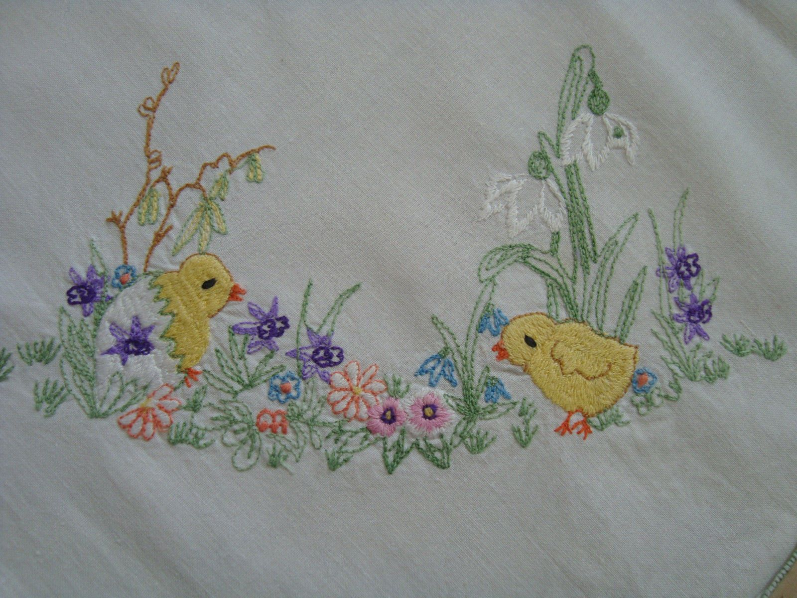 Vintage Easter Embroidered Linen Tablecloth Table Runner Chicks Snowdrops |  EBay