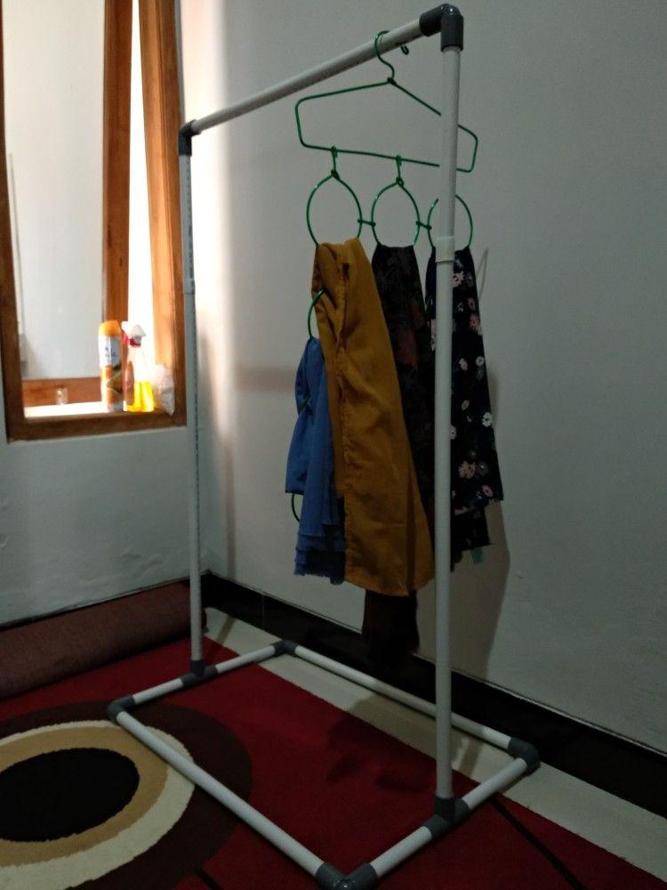 Gawang Baju Kayu
