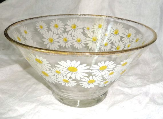 Vintage Culver Large Glass Salad Bowl  Decorated with a Daisy Design and 22k Gilt Trim. At AngelGrace on Etsy.