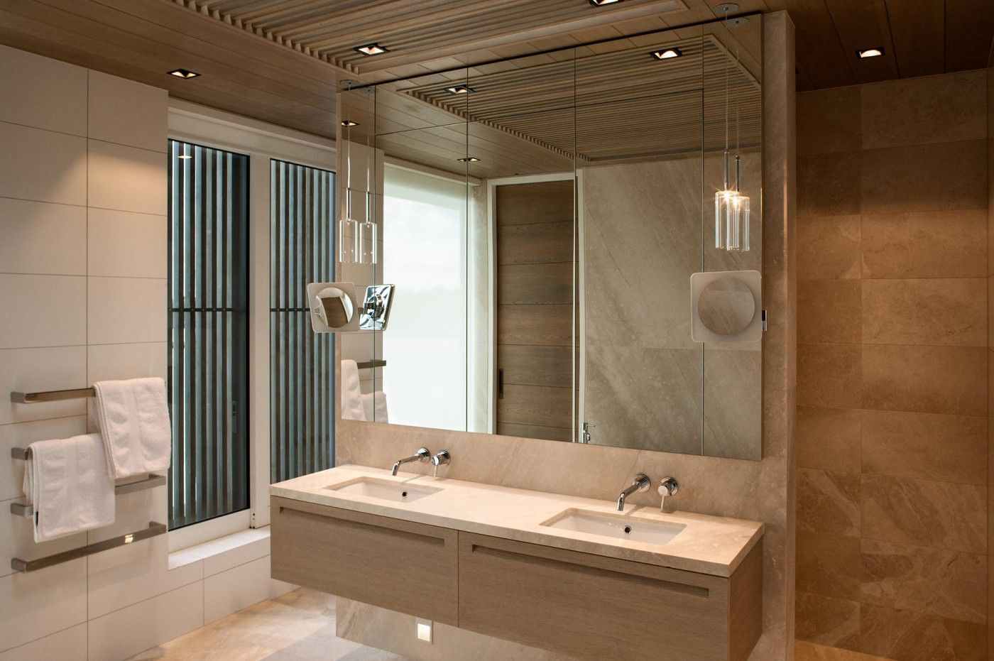 Limestone House - Sumich Chaplin Architects....luv the towel bar ...