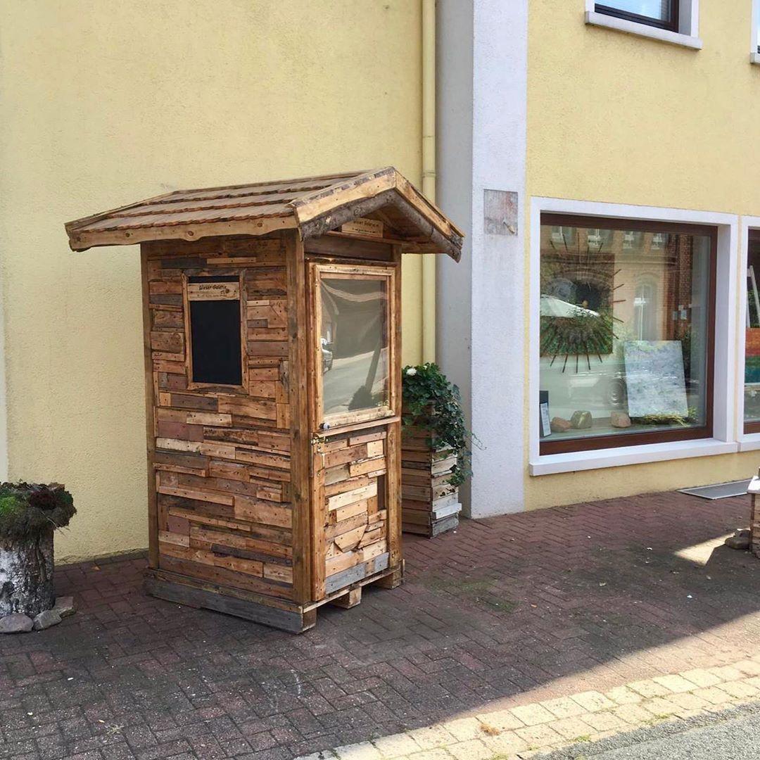 Die Kleinste Galerie Der Welt Weserartelier Windheim Kunst Kultur Kreativitat Upcycling Reuse Art Hygge Naturlichkei Outdoor Structures Outdoor Shed