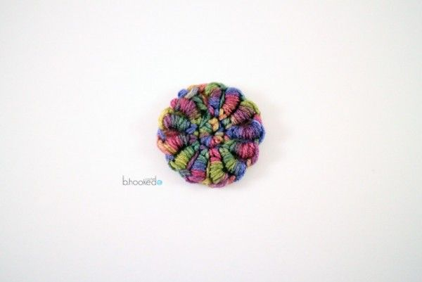 30+ New #Crochet Flower Patterns including this textured small flower pattern from bhooked