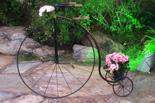 Ambiente: Porque decorar deixa tudo com mais cor.: Bicicleta como objeto de decoração em jardins.