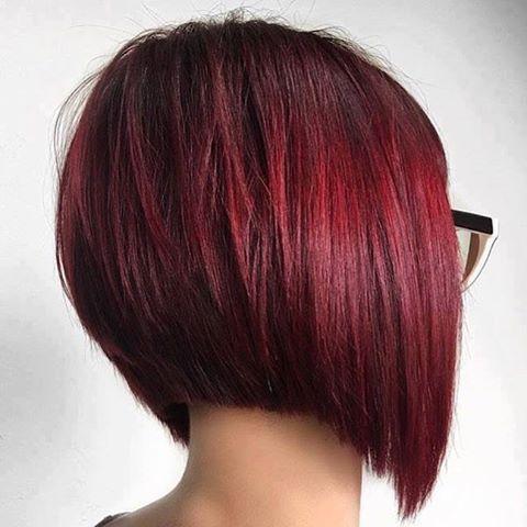 Carré plongeant rouge acajou | Cheveux courts, Coupe de cheveux, Coiffure carré plongeant