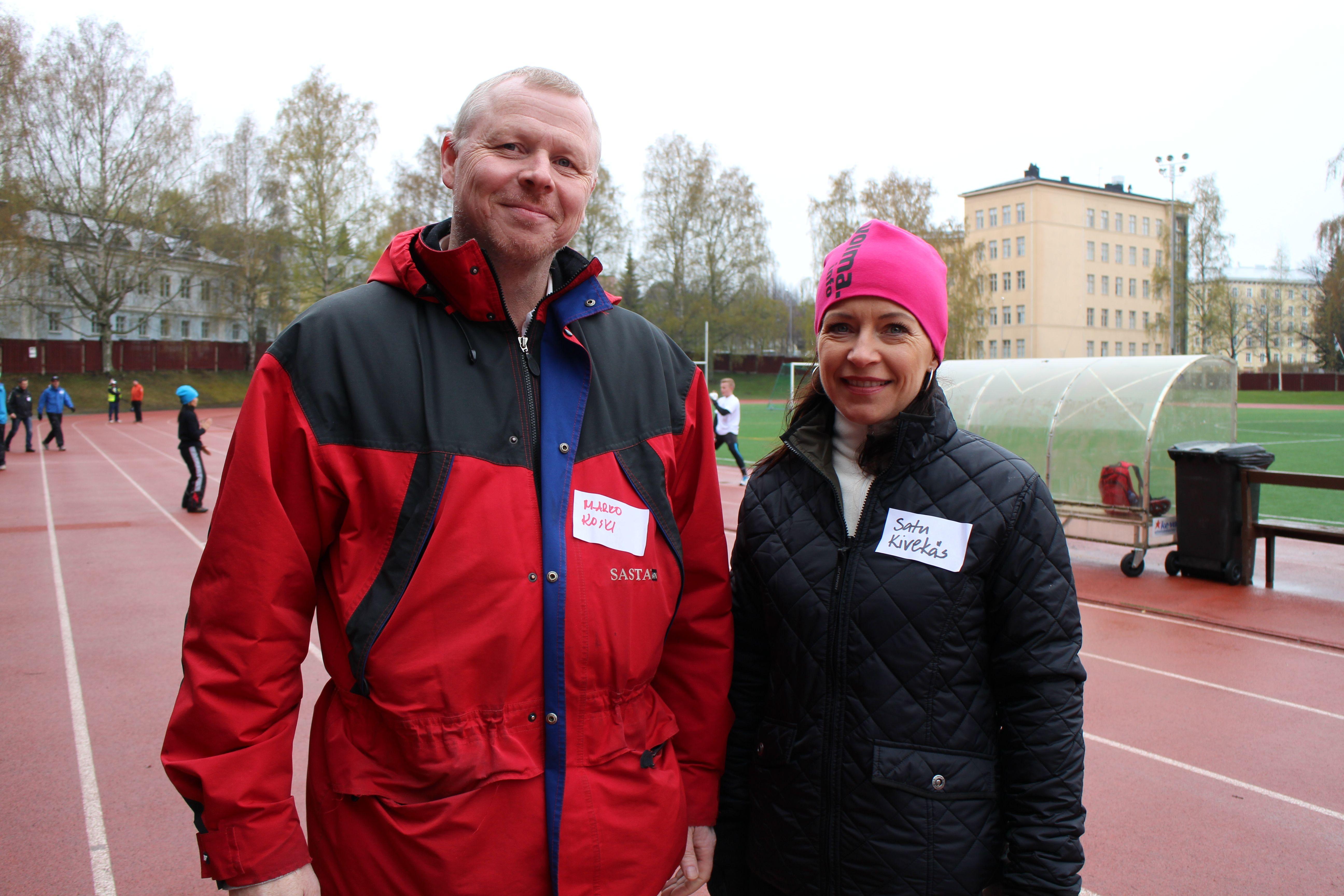 Satu Kivekäs Yrityspalvelu Voima Oy ja Marko Koski reippailivat yhden kierroksen verran ja vaihtoivat ajatuksia mahdollisesta yhteistyöstä.