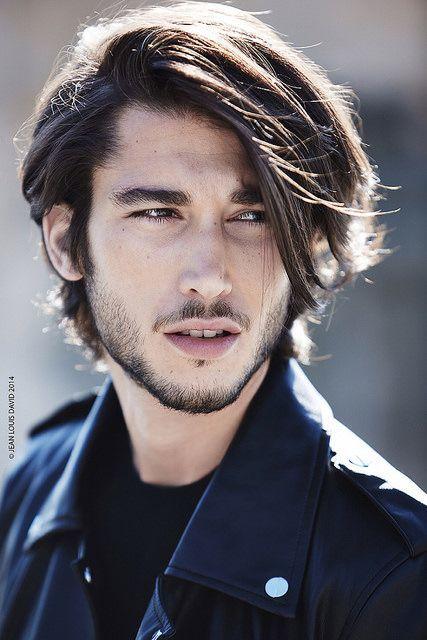 Cortes de cabello largo liso para hombres