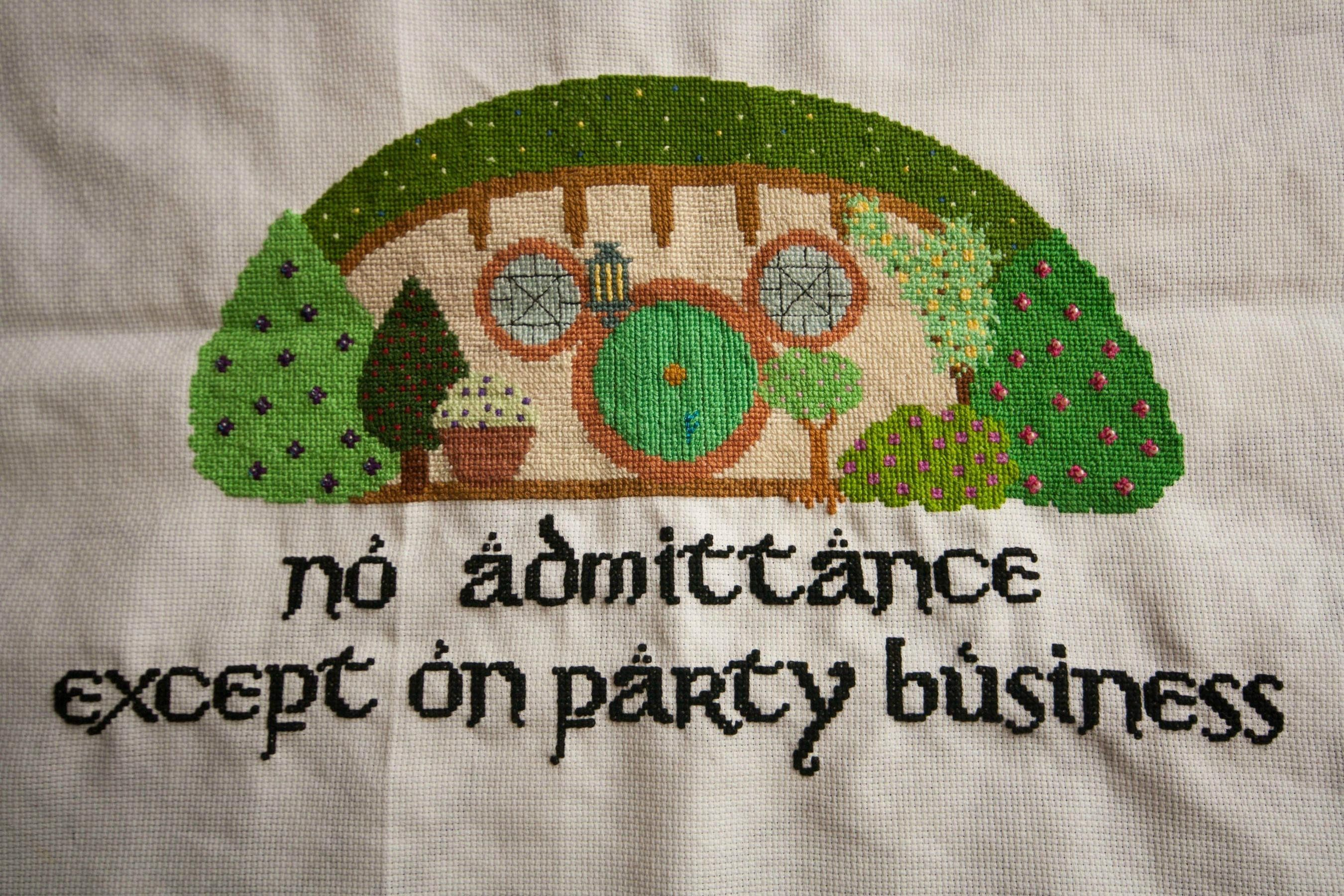 25 geeky cross-stitches! I need to learn to cross-stitch